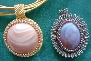 Japanese seed bead setting for cabochon
